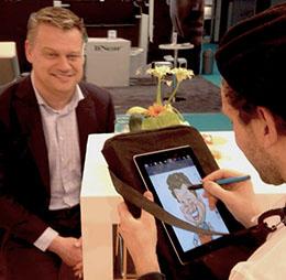 Digitale karikaturist tekent Richard op iPad 4 met een pennetje in een karikaturale stijl