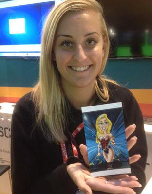 Blond meisje laat een printje zien met daarop digitale iPad karikatuur van een heldin