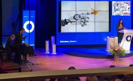2 sneltekenaars maken digitale scribe op iPad. De cartoon illustreert live de presentatie